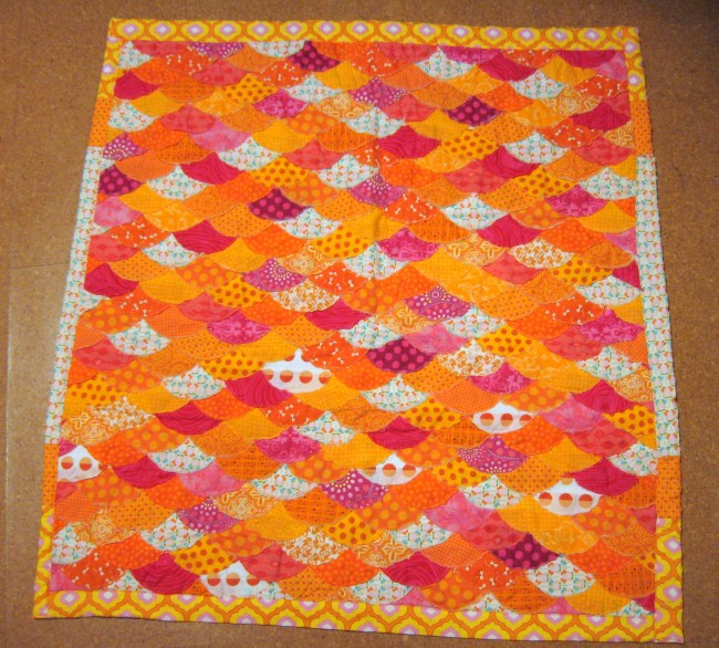 Fish scale baby quilt perry moffitt for Red door design quilts